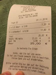 25€ für zwei Riesenportionen mit Getränke. Der Zusatz auf der Rechnung ist auch einzigartig ;)