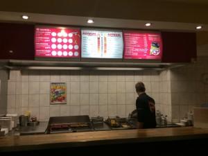 Tresen, Grill, Fritteuse. Braucht man mehr für eine gute Currywurst?