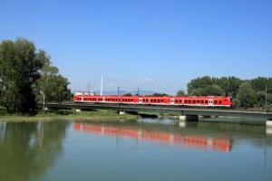 Hier überquert der Donau-Isar-Express die Isar bei Plattling. (Quelle: © Deutsche Bahn AG)