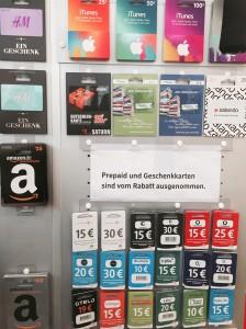 10 Prozent auf den gesamten Einkauf. Wirklich auf alles? Prepaid- und Geschenkkarten sind von der Aktion -zumindest aktuell an der Klenzestraße- ausgenommen. (Foto: Winderl)
