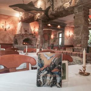 Der Gastraum ist heimelig eingerichtet und erinnert doch etwas an den letzten Mittelmeer-Urlaub? (Foto: Winderl)
