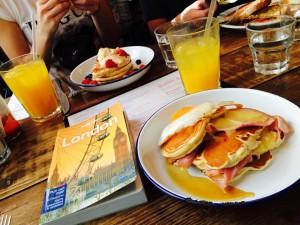 klassisches englisches Frühstück im Breakfast Club (Foto: Pfannkuch)