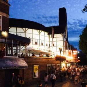 """Direkt an der Themse gelegen: Das """"Shakespeare's Globe Theatre"""" (Foto: Pfannkuch)"""