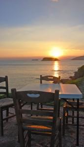 Meerblick ist immer traumhaft! Hier beim #dinnerwithaview an der griechischen Küste (Foto: Winderl)