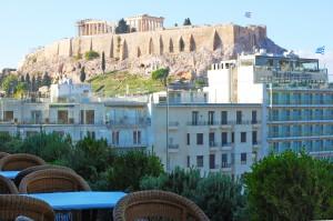 """Der Parthenon, der größte Tempel auf der Akropolis ist auch von der Stadt """"unten"""" deutlich zu erkennen. (Foto: Winderl)"""