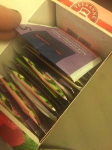 Für den DIY-Adventskalender müssen erst die Teebeulte durchnummeriert werden. (Foto: Winderl)