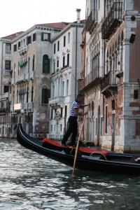 Schön aber teuer: Die Gondeln in Venedig (Foto: Klotz)
