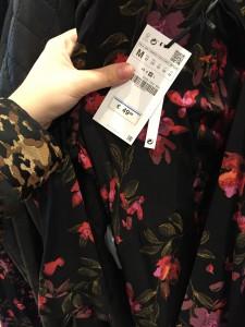 Das Kleid aus Barcelona haben wir in einer Zara-Filiale in Wien gesichtet - dort kostete es 20 Euro mehr. (Foto: Wilzewski)