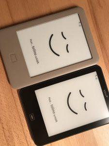 Wenn die eBook-Reade von Tolino schlafen, sehen sie alle gleich aus. In der Nutzung bestehen jedoch unterschiede zwischen Torino Page und dem schwarzen Tolino Vision 2. (Foto: Winderl)